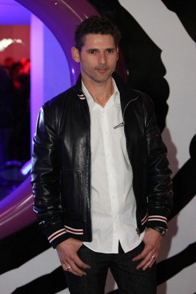 Eric Bana looked casual and cool.